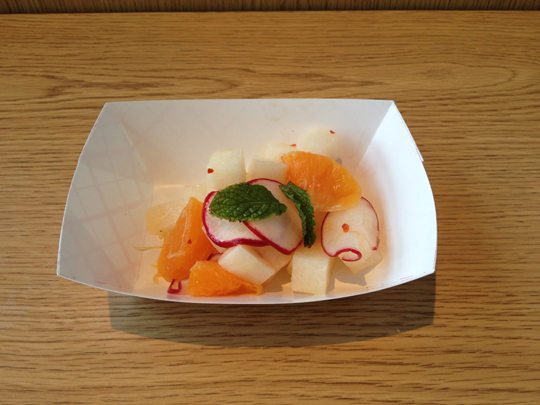Jicama and mandarina salad with mint